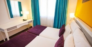 Coral Grand Suite 1 room with pool view 2 adults Coral Los Alisios Hotel